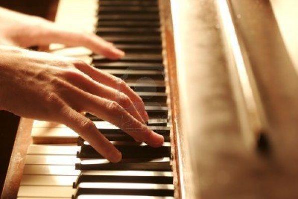 2276199-suonare-il-pianoforte